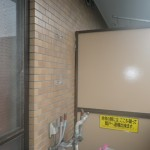 マンションベランダ設置給湯器交換工事(横浜市鶴見区下野谷町) 撤去後2