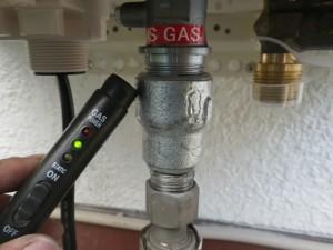 ガスふろ給湯器交換工事(横浜市旭区中希望が丘) 確認中