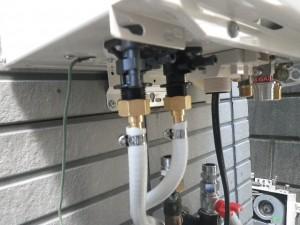壁掛け給湯器交換工事(横浜市磯子区洋光台) 追い焚き管新設完了